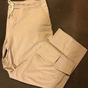EXPRESS khaki Capri pants. Size 5/6